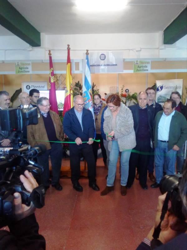 Momento de inauguración de la feria por parte de la alcaldesa Juana Guardiola