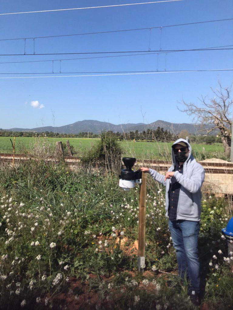 Estación meteorologica en olivo ecológico